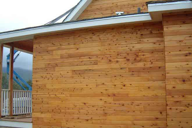 Cedar siding gives the awesome log cabin look